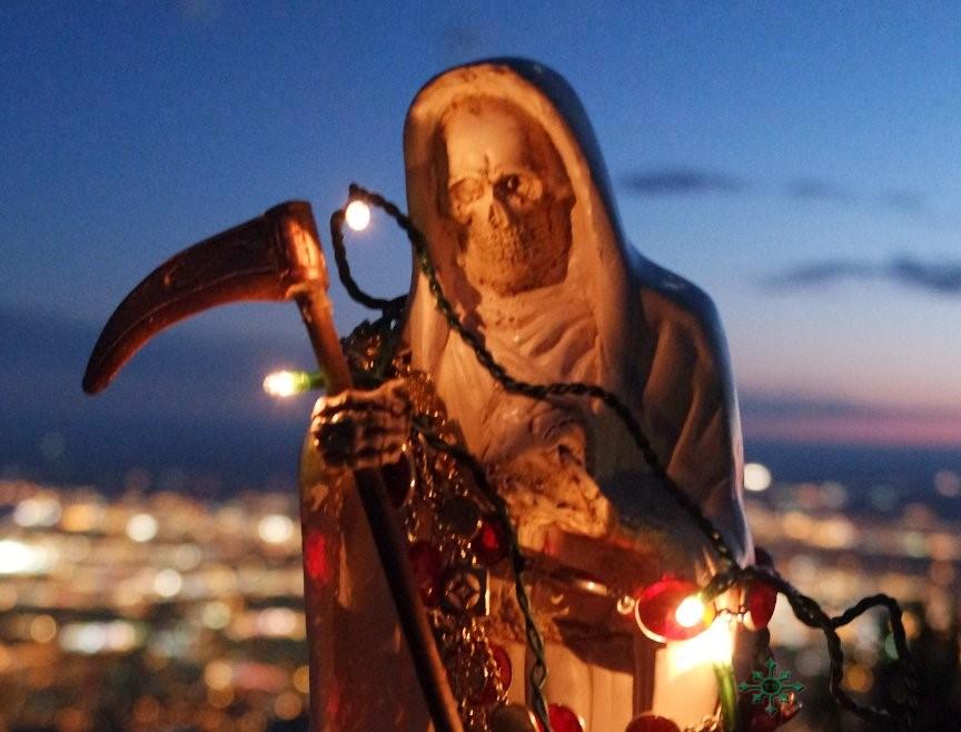 Ir de compras para la Santa Muerte
